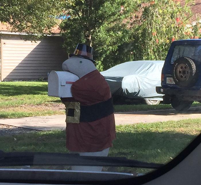 neighbors-dressed-up-manatee-mailbox-marley-5-5a3a0f2b90332__700