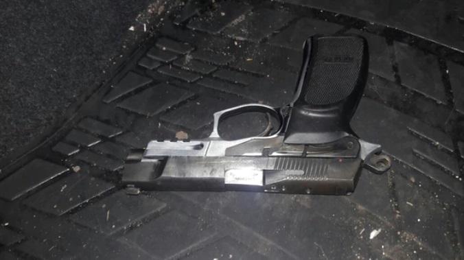 El arma secuestrada por la Policía que estaba en el auto de la hija del líder de la UOCRA.