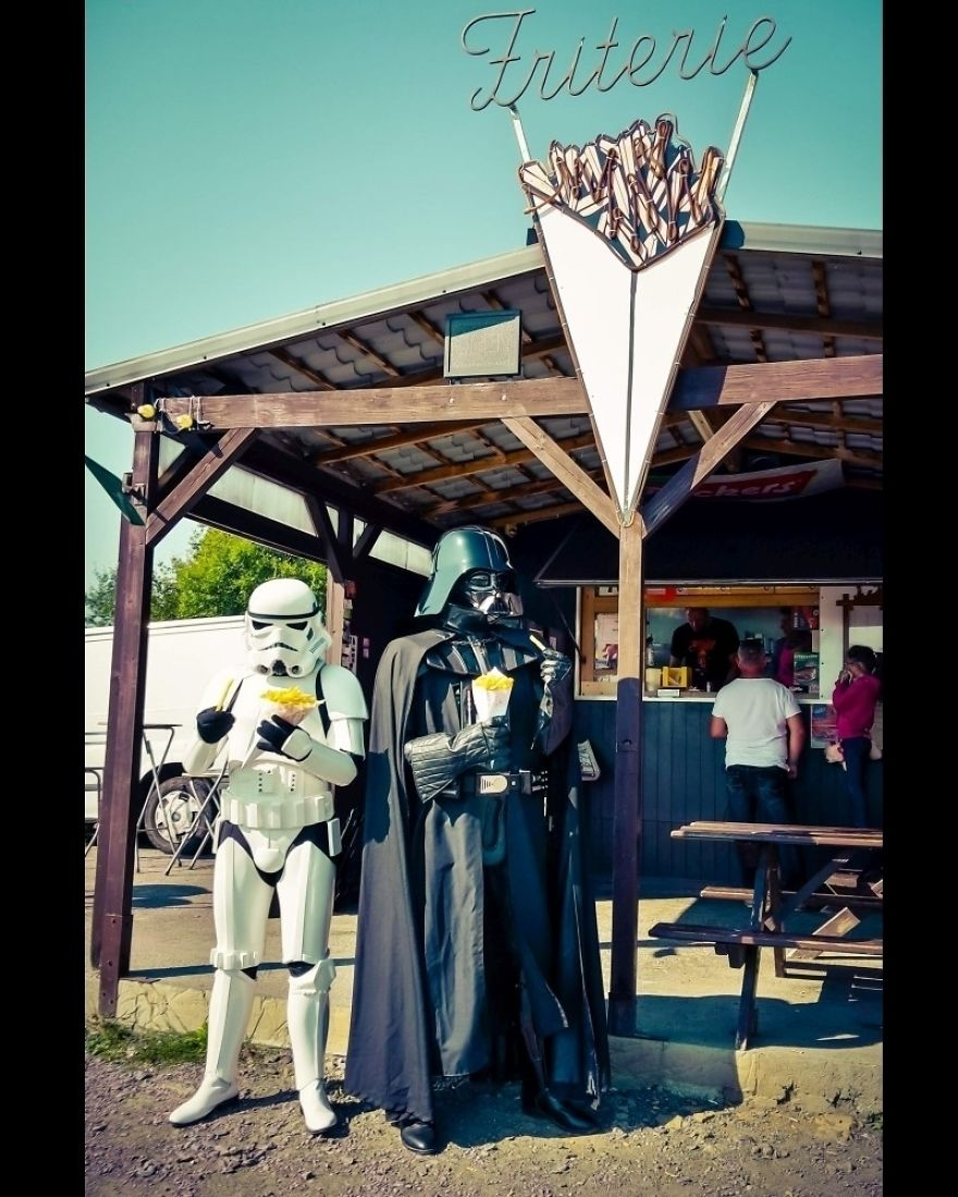Photographer-imagines-what-it-would-be-like-if-Darth-Vader-went-through-a-financial-crisis-and-the-result-will-amuse-you-5a287c1ca0b7e__880