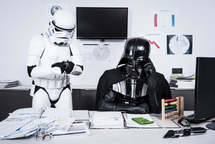 Photographer-imagines-what-it-would-be-like-if-Darth-Vader-went-through-a-financial-crisis-and-the-result-will-amuse-you-5a287c2374da3__880