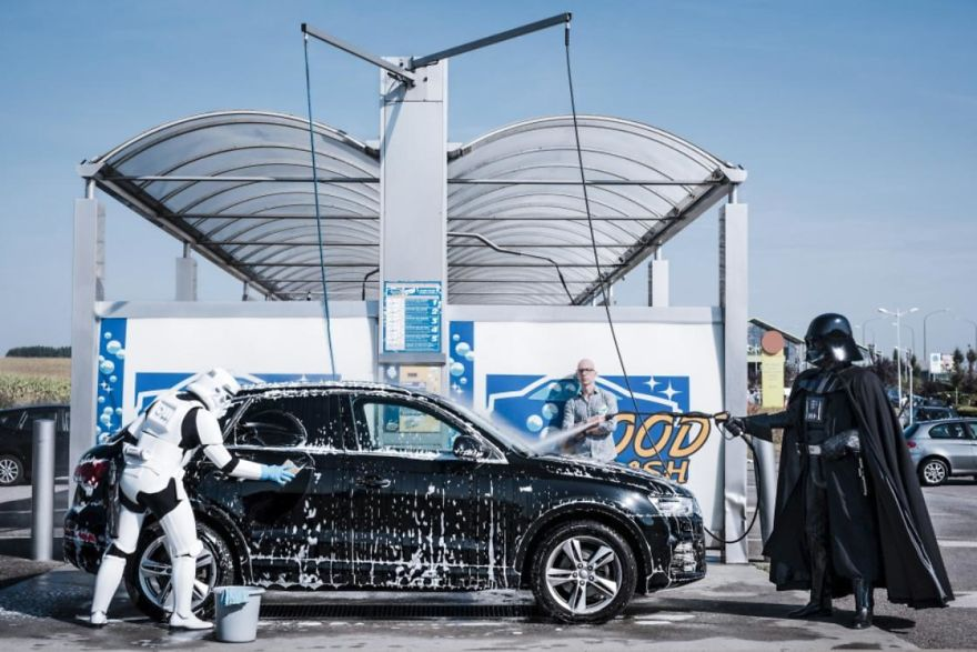 Photographer-imagines-what-it-would-be-like-if-Darth-Vader-went-through-a-financial-crisis-and-the-result-will-amuse-you-5a287c28b2e3c__880