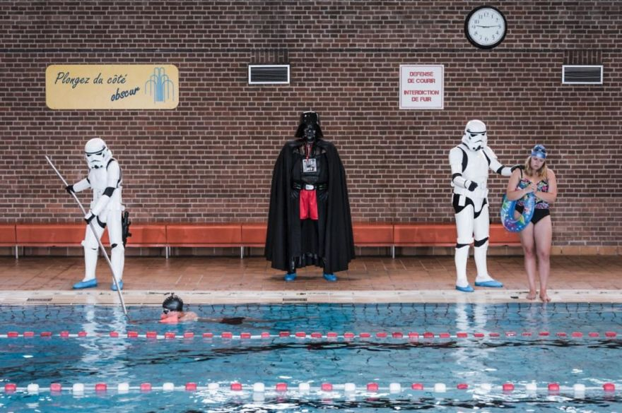 Photographer-imagines-what-it-would-be-like-if-Darth-Vader-went-through-a-financial-crisis-and-the-result-will-amuse-you-5a287c3962032__880