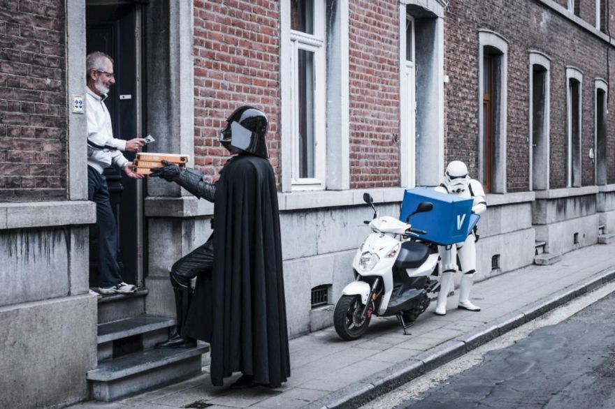 Photographer-imagines-what-it-would-be-like-if-Darth-Vader-went-through-a-financial-crisis-and-the-result-will-amuse-you-5a287c4120730__880