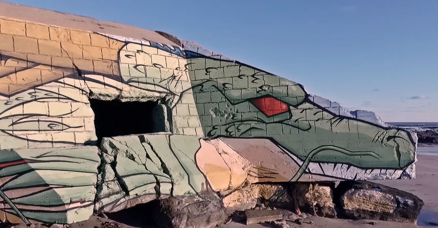 Street-artists-transform-a-block-house-on-the-beach-into-a-Dragon-Ball-character-5a338d86630f3__880