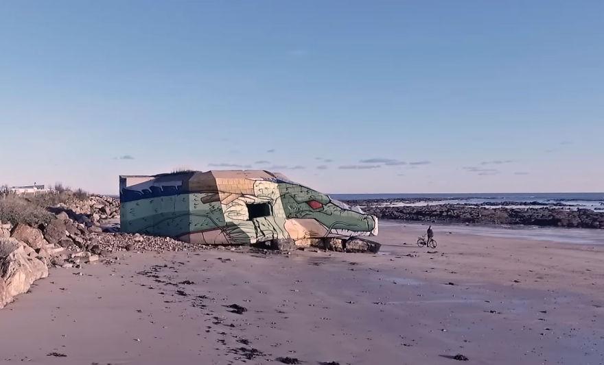 Street-artists-transform-a-block-house-on-the-beach-into-a-Dragon-Ball-character-5a338d8c25da2__880