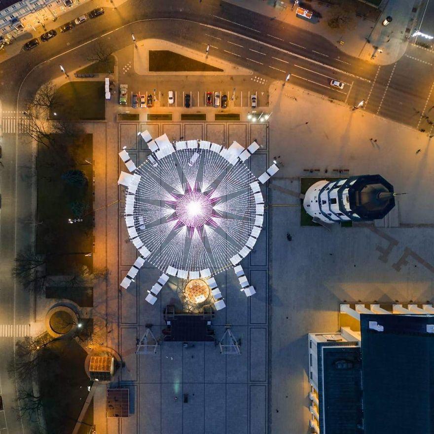 Vilnius-Does-It-Again-Spectacular-Christmas-Tree-Illuminated-By-70000-Lightbulbs-Starts-Festive-Season-in-Lithuanias-Capital-5a251b8831d10__880