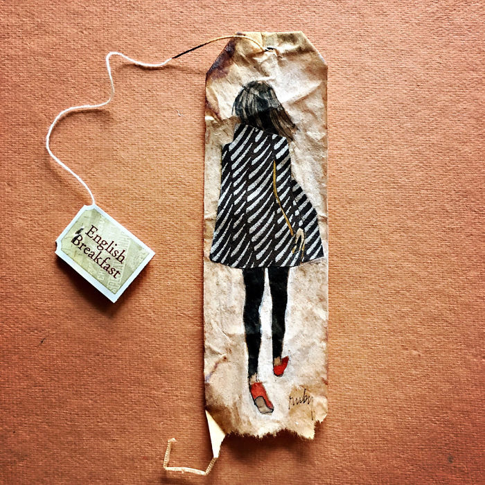 Artist-makes-incredible-mini-paintings-in-tea-bags-and-the-result-is-a-big-work-of-art-5a650396855b3__700