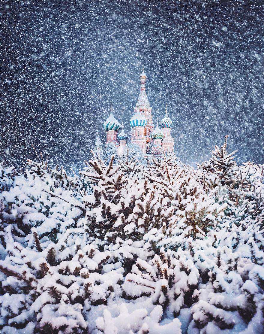 Moscow-during-a-snowfall-really-looks-magically-5a794e4c415c3__880