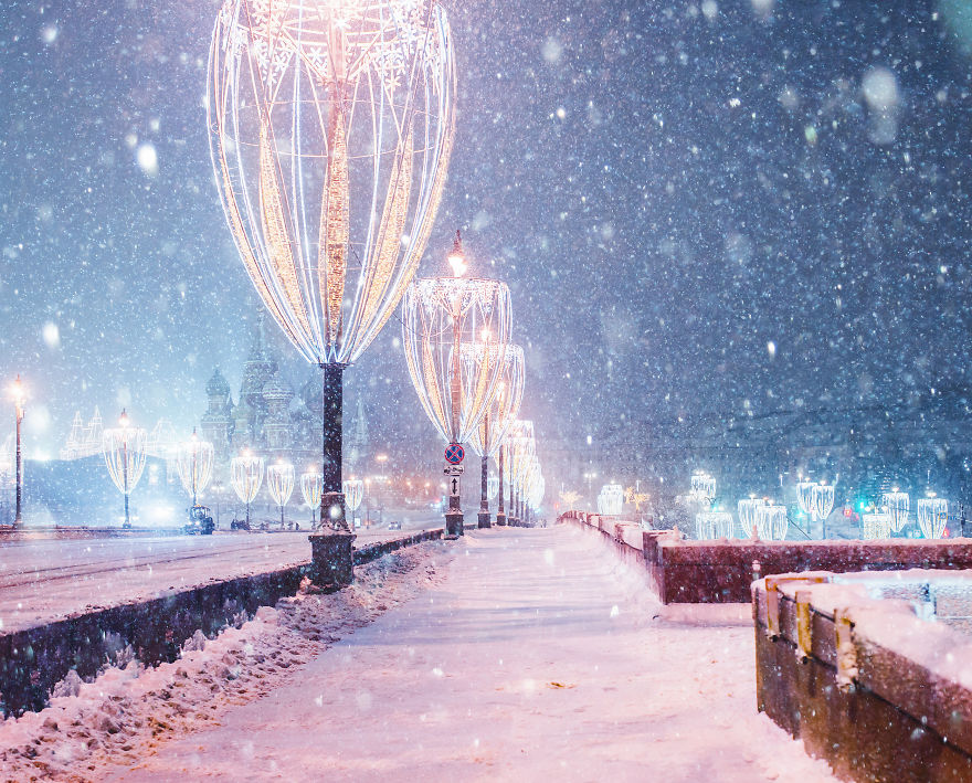Moscow-during-a-snowfall-really-looks-magically-5a794f8b04ad0__880