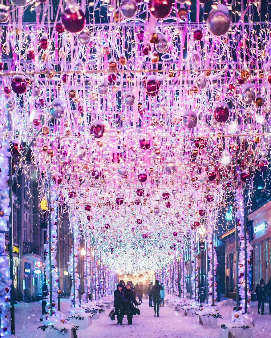 Moscow-during-a-snowfall-really-looks-magically-5a7950066e2ec__880
