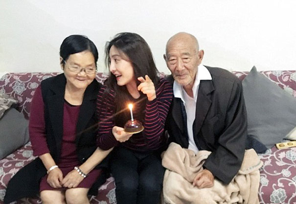 chinese-woman-wedding-photos-sick-grandfather-fu-xuewei-1-5aaa73d47eb58__605