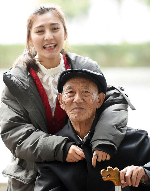 chinese-woman-wedding-photos-sick-grandfather-fu-xuewei-11-5aaa73e9348cf__605