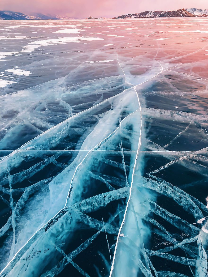 I-Walked-On-Frozen-Baikal-The-Deepest-And-Oldest-Lake-On-Earth-To-Capture-Its-Otherworldly-Beauty-Again-5abcb476d1be9__880