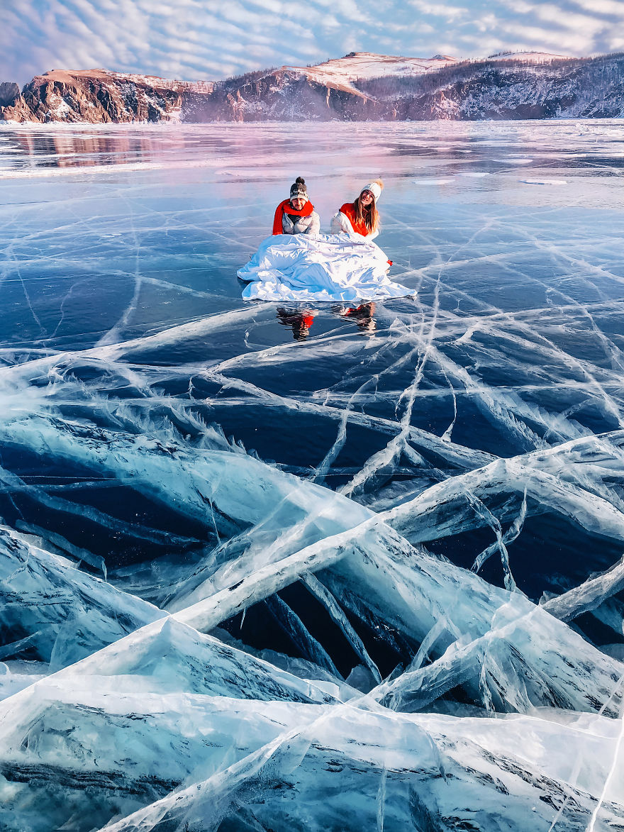 I-Walked-On-Frozen-Baikal-The-Deepest-And-Oldest-Lake-On-Earth-To-Capture-Its-Otherworldly-Beauty-Again-5abcb4b848121__880