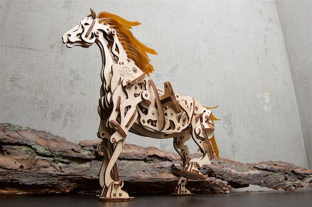 Ugears-Horse-Mechanoid-DSC8844