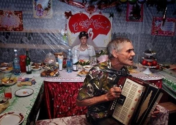 funny-weird-russian-wedding-photos-128-5ac48981d5d28__605