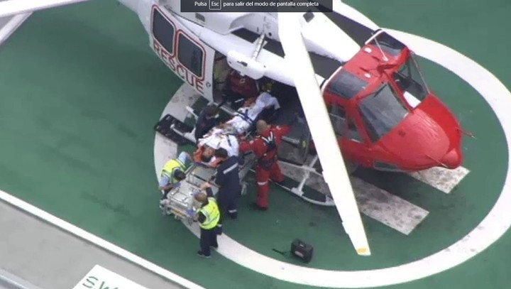 Alejandro Travaglini siendo trasladado al hospital de Royal Perth