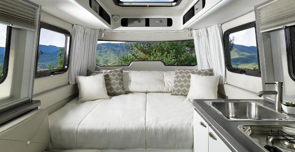 Turisticheskiy-treyler-Nest-Airstream_1