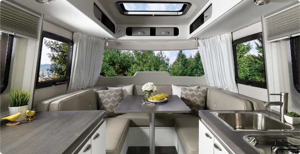 Turisticheskiy-treyler-Nest-Airstream_2