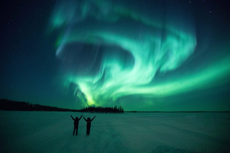 3_CATERS_CYCLISTS_BENEATH_THE_NORTHERN_LIGHTS_04-768x512
