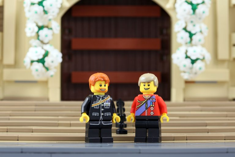 4_CATERS_THE_ROYAL_WEDDING_IN_LEGO_05-768x513