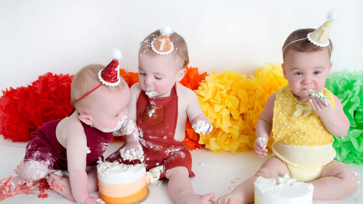 6_CATERS_QUADRUPLETS_CAKE_SMASH_07-1-1260x709