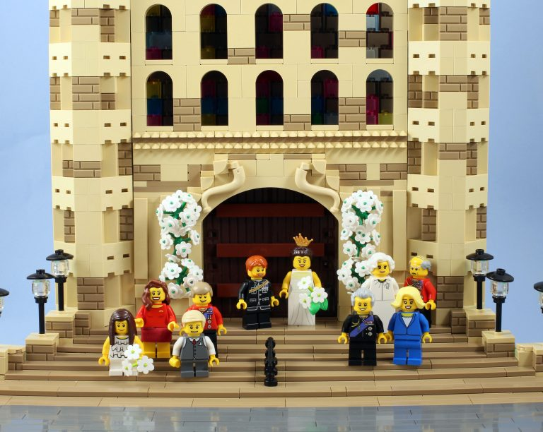 6_CATERS_THE_ROYAL_WEDDING_IN_LEGO_07-768x612