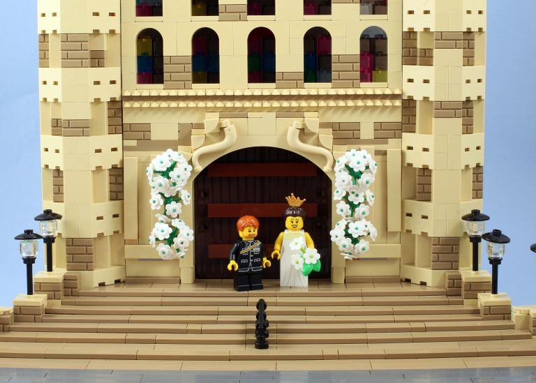 9_CATERS_THE_ROYAL_WEDDING_IN_LEGO_10-768x549
