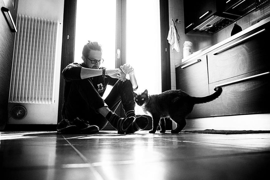 I-photograph-men-with-their-cats-and-the-result-is-cuteness-overload-5b03bab664485__880