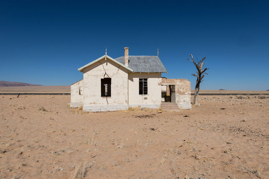I-photograph-this-abandoned-mining-village-in-Namibia-5ae9e6d19544f__880
