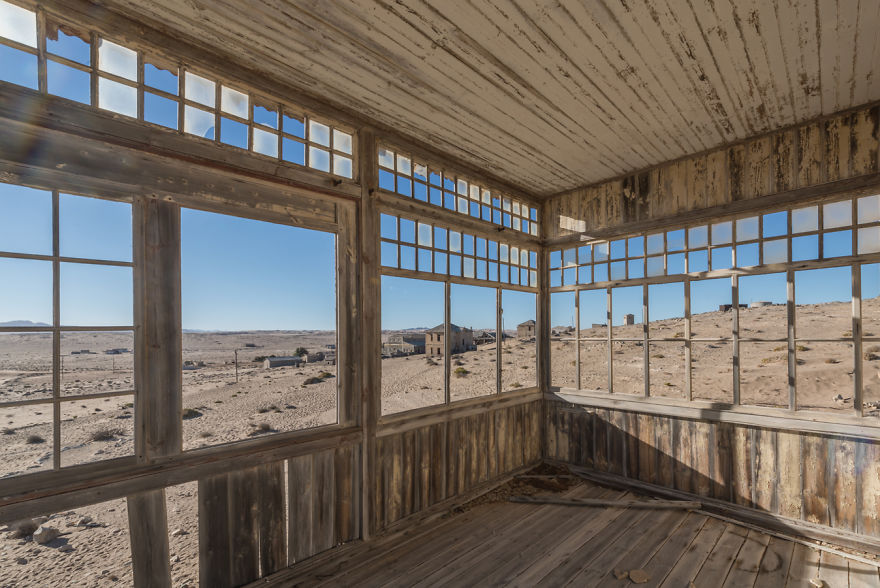 I-photograph-this-abandoned-mining-village-in-Namibia-5ae9e70a689fb__880