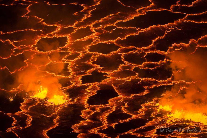 Nyiragongo-331_pp-5af0cf145bb10__880