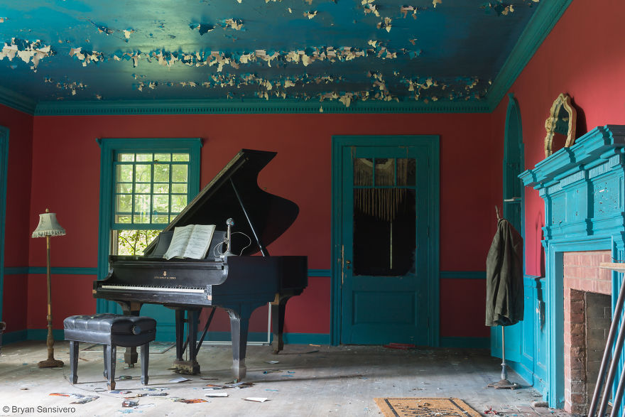 Photos-of-an-Abandoned-Alice-In-Wonderland-Mansion-with-a-dark-past-are-filled-with-bizarre-whimsical-beauty-5b0dfcc0c5f81__880
