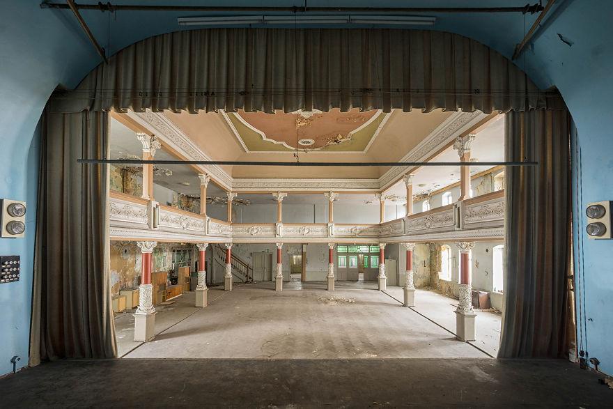 Abandoned-ballroom-in-Germany-2017-5b1525a8aecb8__880