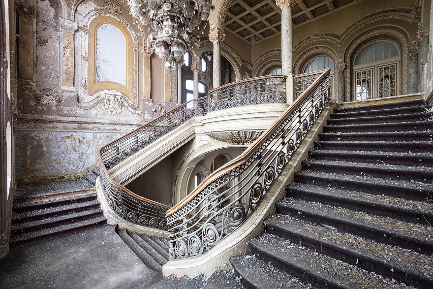 Abandoned-casino-in-Romania-2018-5b1525e59c916__880