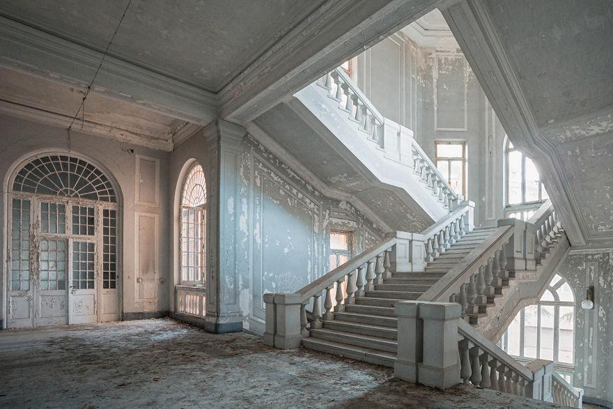 Abandoned-hospital-in-Italy-2016-5b15269514654__880