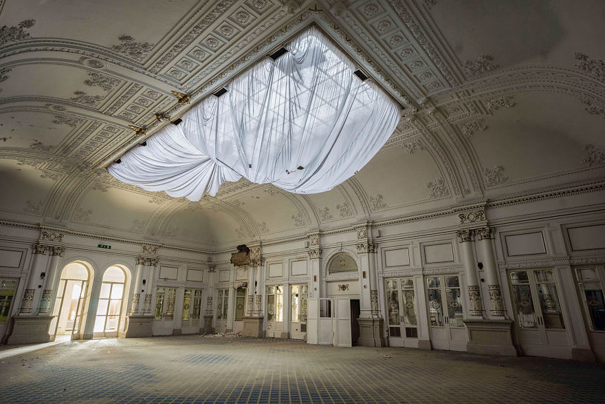 Abandoned-Hotel-in-Italy-2015-5b1526c7d8f16__880