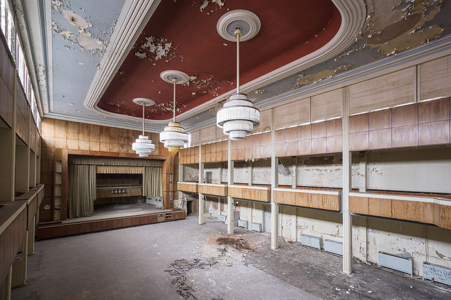 Abandoned-theatre-in-Germany-2017-5b15271e19c8c__880