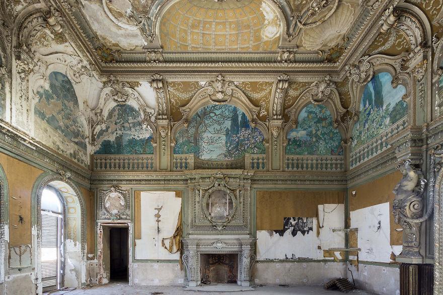 Abandoned-villa-in-Italy-2018-5b15275b71e24__880