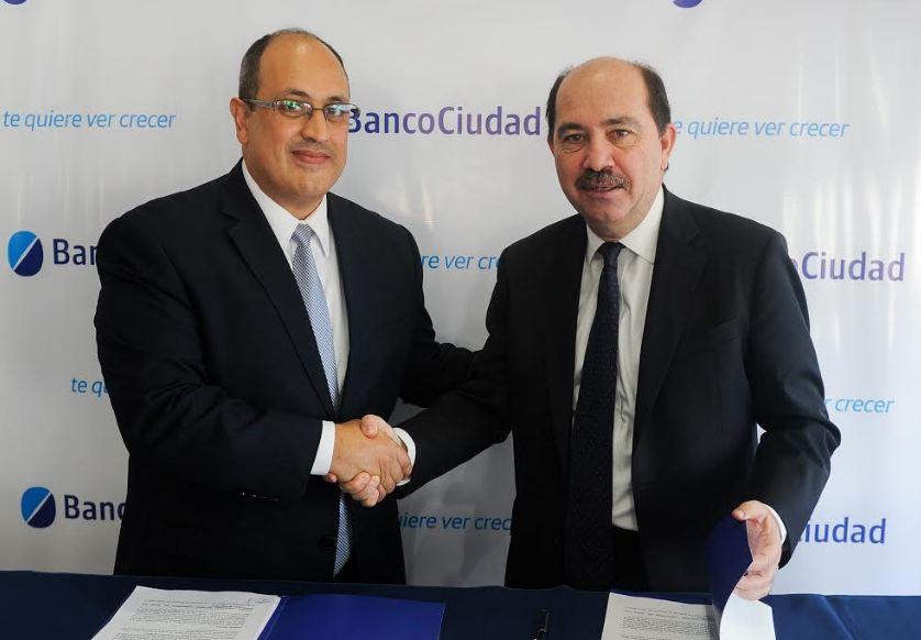 de izq. a der., los Presidentes de las entidades firmantes: Pablo García del BICE y Javier Ortiz Batalla del Banco Ciudad