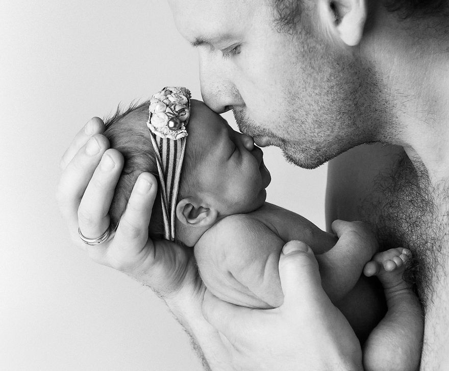 daddies-kiss_by_justGaba-photography-5b196e4e72033-png__880