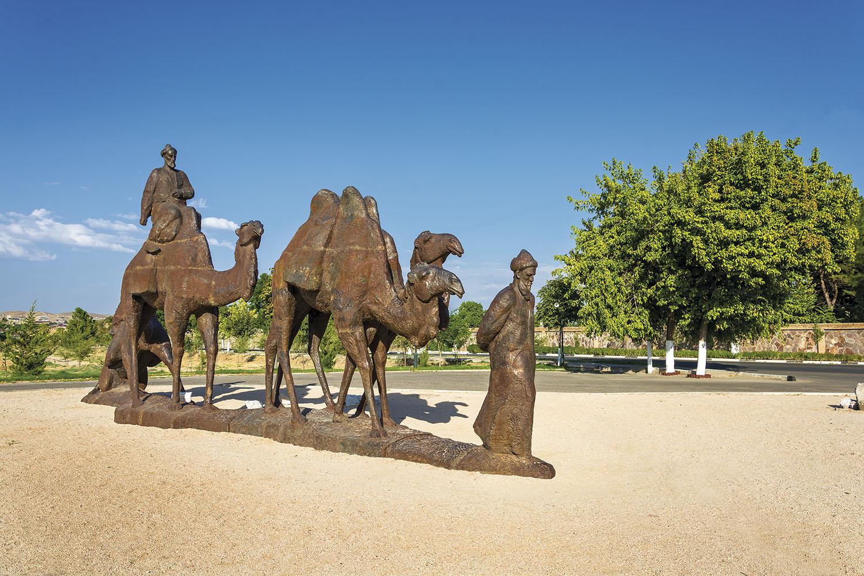 escultura-samarcanda-uzbekistan_9cf79652