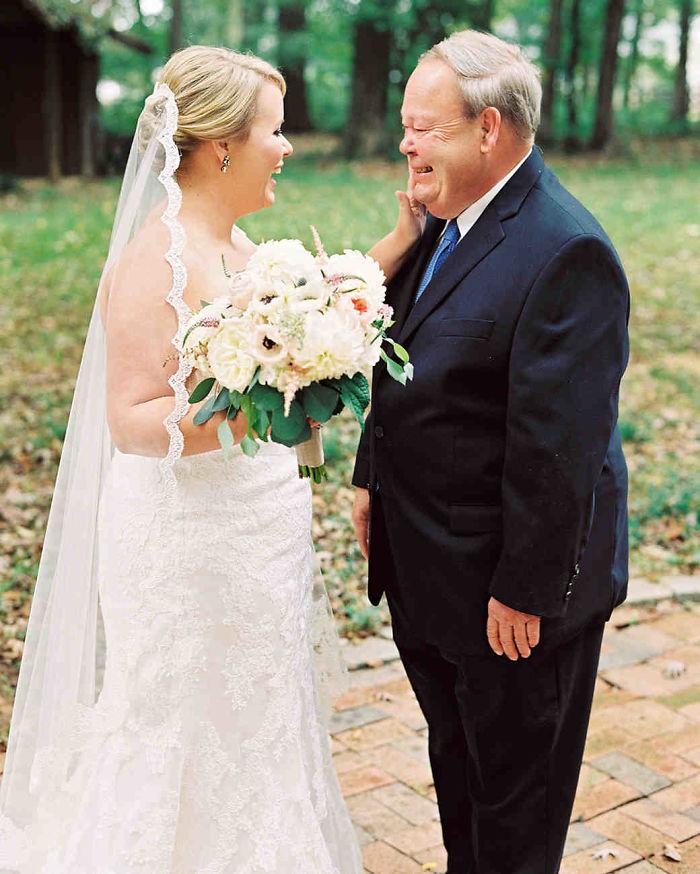 father-of-bride-reaction-59dde4122300c__700
