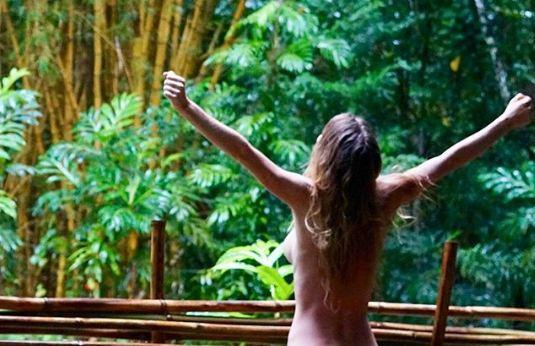 Se Fue A Vivir Desnuda A La Selva Y Se Convierte En Famosa Youtuber