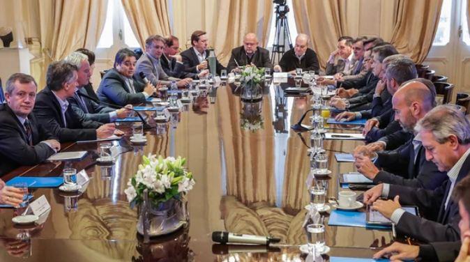 Mauricio Macri rodeado de su Gabinete en una nueva reunión en Casa Rosada