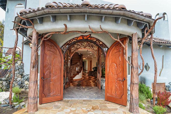 mini-kingdom-treehouse-ashland-oregon-19-5b322c90e14c9__700