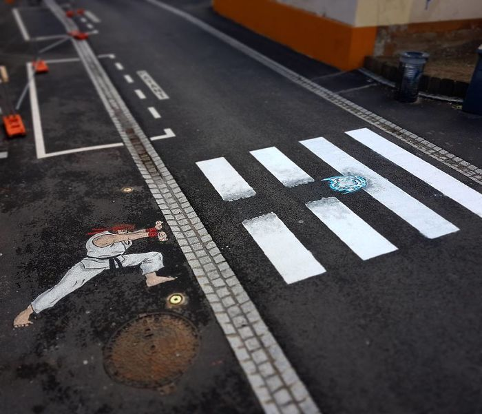 Street-artist-makes-Frances-pedestrian-tracks-become-much-more-fun-5b31fdd9e3b5e__700