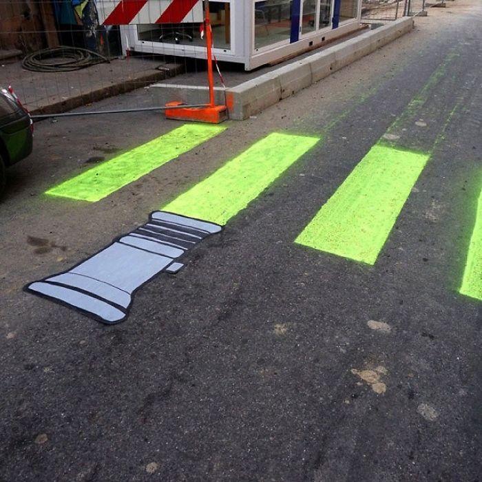 Street-artist-makes-Frances-pedestrian-tracks-become-much-more-fun-5b31fde0ebabf__700