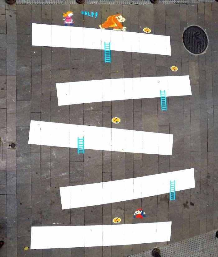 Street-artist-makes-Frances-pedestrian-tracks-become-much-more-fun-5b31fde509448__700