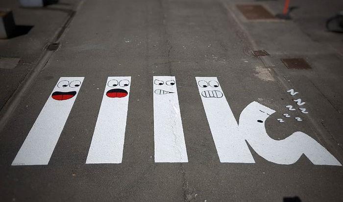 Street-artist-makes-Frances-pedestrian-tracks-become-much-more-fun-5b31fdec2384a__700